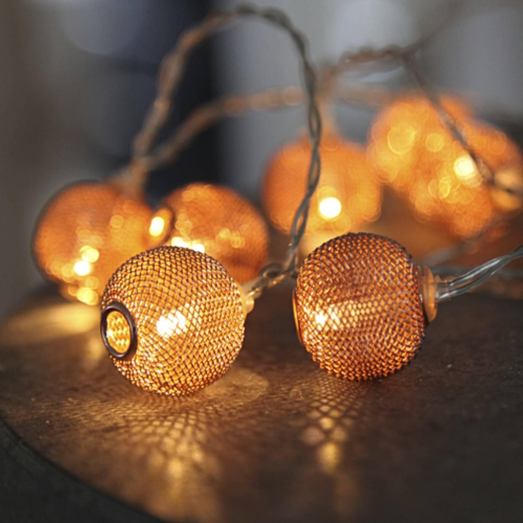 Guirlande lumineuse boules en métal cuivrées