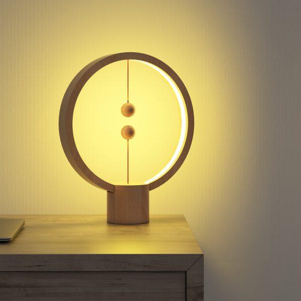 Lampe de table ronde Heng Balance bois naturel
