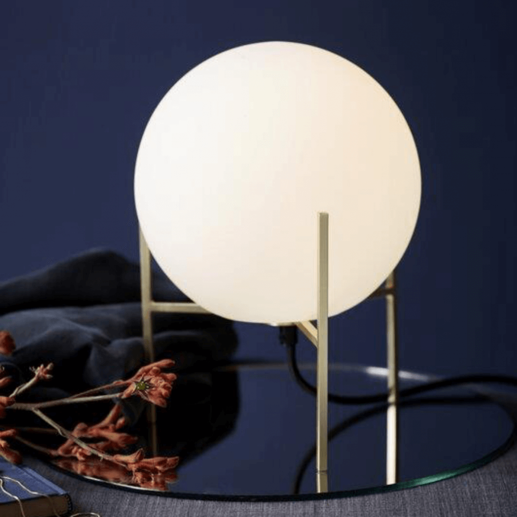 Lampe de table Alton globe opalin