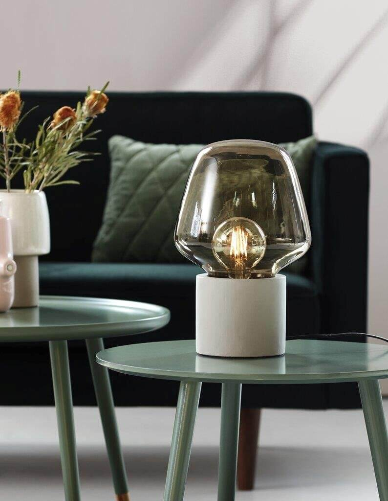Lampe de table Christina en verre et béton gris