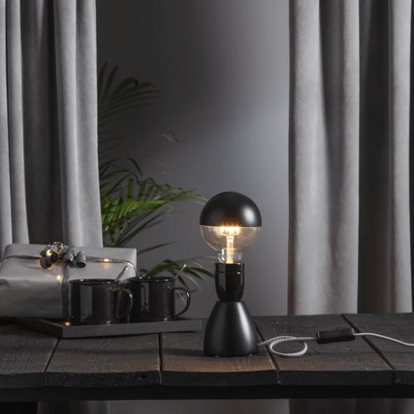 LED-Glühbirne rund mit mattschwarzer Kappe