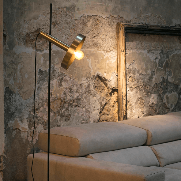 Goldene Stehleuchte mit verstellbarem Strahler Whizz - Faro Barcelona