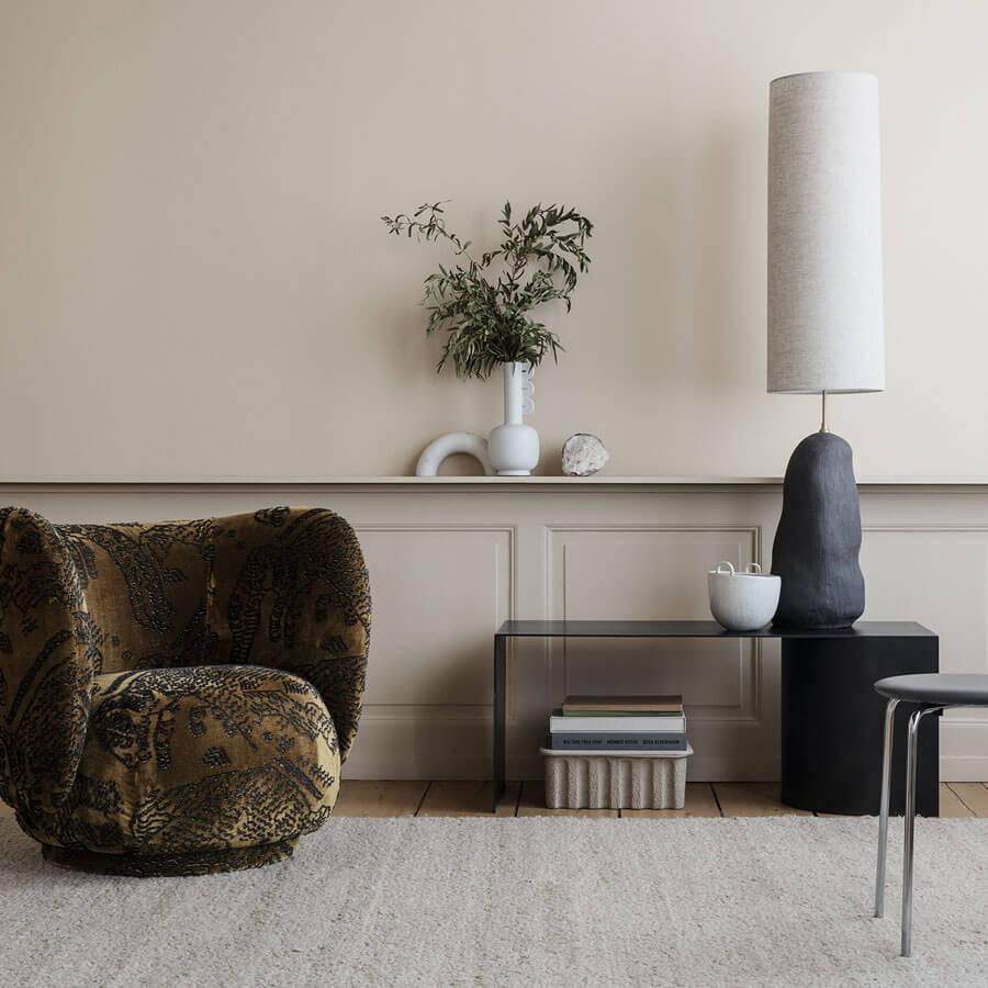 Lampe de sol Hebe large blanc cassé - Céramique et textile - 128 cm - Ferm Living