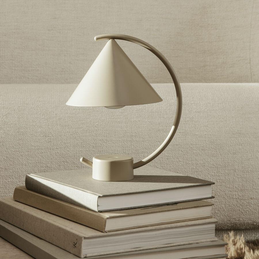 Lampe de table sans fil Meridian Cashmere - H.26 - Métal - Ferm Living