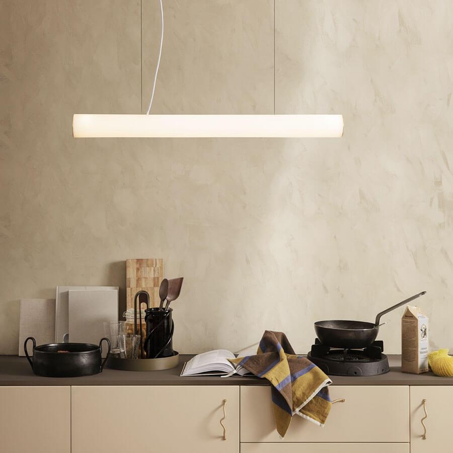 Suspension Vuelta LED 100 - verre opal blanc ondulé - laiton - Ferm Living